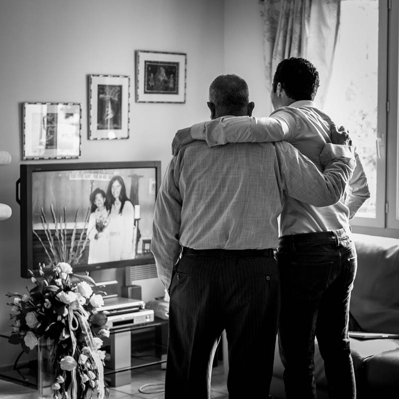 émotion entre un père et son fils, noir et blanc, mariage, square, Sébastien Garcia, des Sites et des Lettres, création de site, photographie