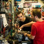 mécanicien, garage, moto, moteur, garagiste, artisan, passion, Sébastien Garcia, des Sites et des Lettres, création de site, photographie