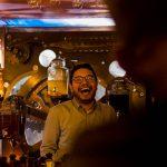 barman, rire, Sébastien Garcia, des Sites et des Lettres, création de site, photographie
